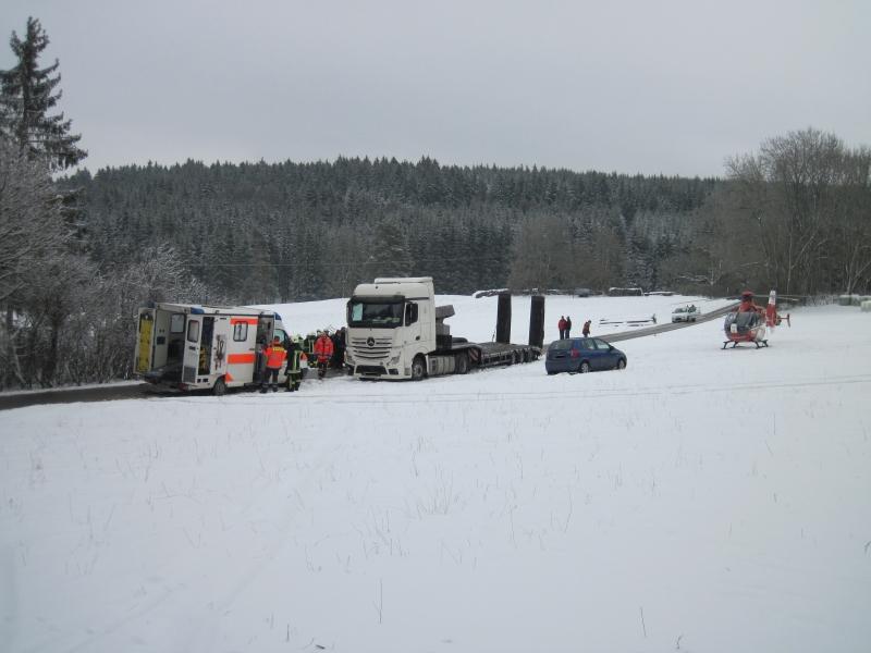 Einsatzstelle mit Rettungshubschrauber