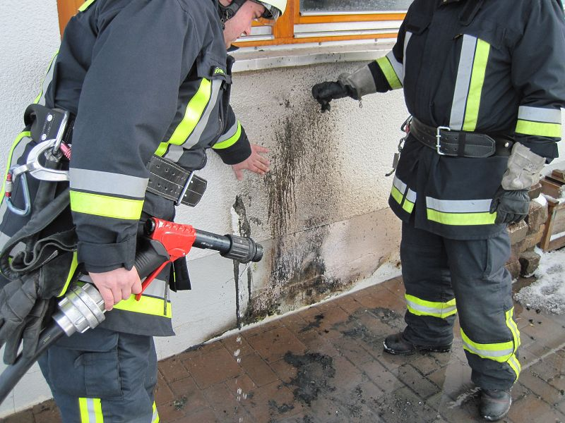 Kontrolle der Brandstelle